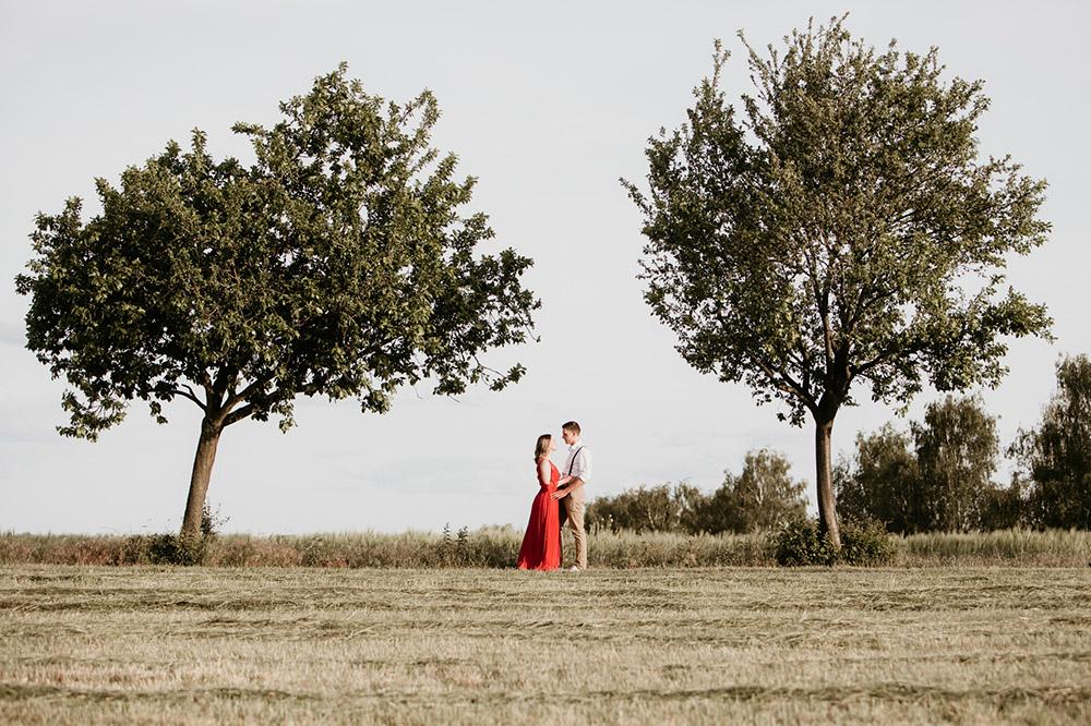 Paarfotos Paarshooting erstellen verlobungsshooting fotografin Berlin Brandenburg