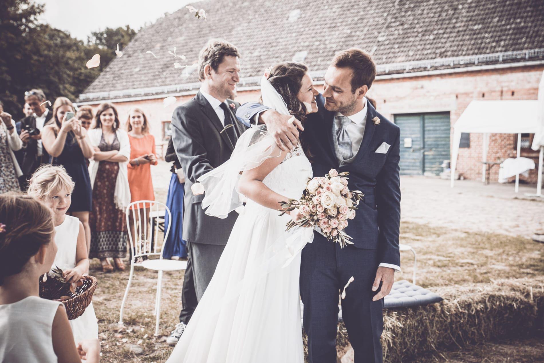 hochzeitsfotos machen lassen hochzeitsshooting fotografin berlin brandenburg Berliner Hochzeitsfotograf Hochzeitsreportagen hochzeitsfotografin