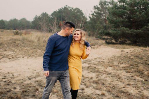 Verlobungsfotos in der Schönower Heide, Brandenburg, Nordberlin, Paarfotos von er Fotografin Nora Peisger